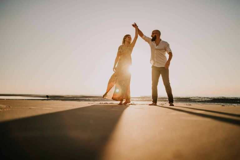 couple amoureux sur la plage